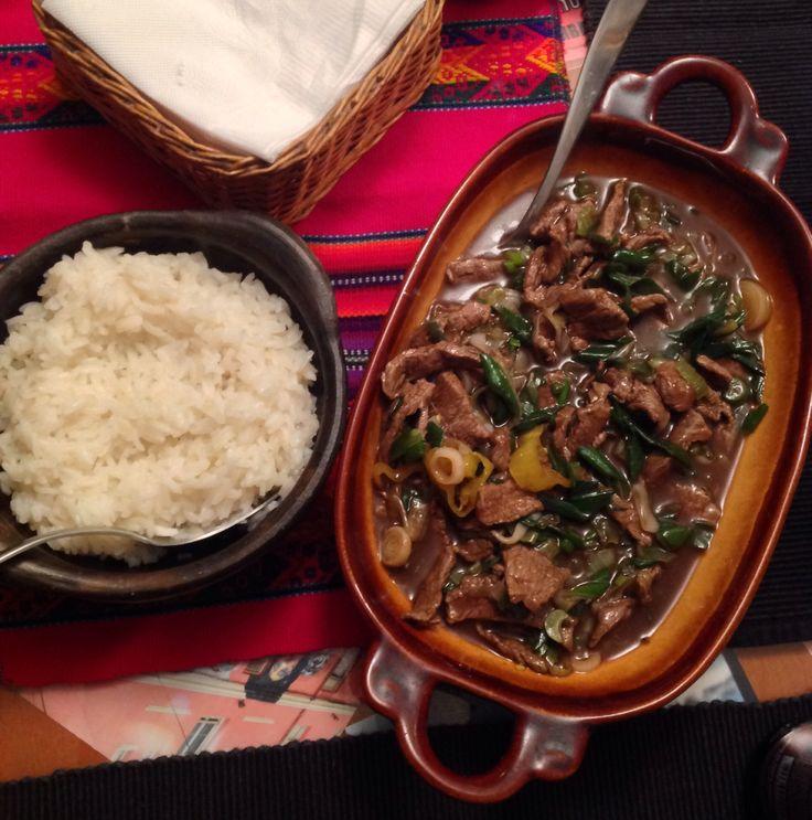 Carne mongoliana con arroz blanco