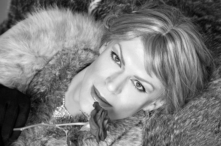 Transgender Makeovers and Photography (Male to Female Transgender / Crossdressing Tips)