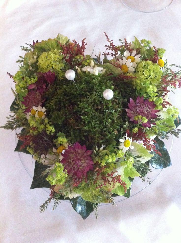 Ringkissen aus Waldblumen