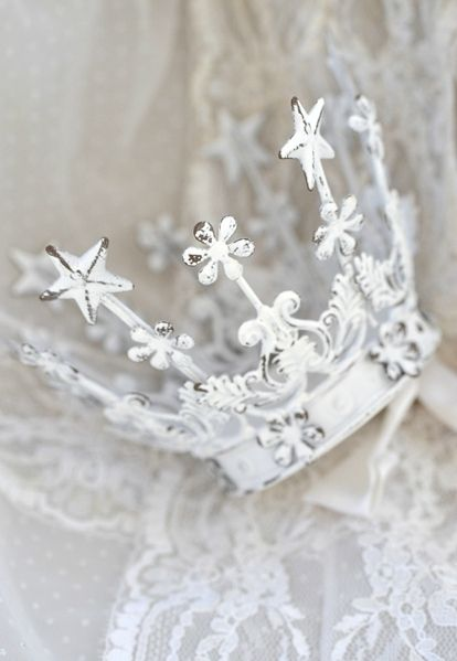 White Crown the shabby chic way♡