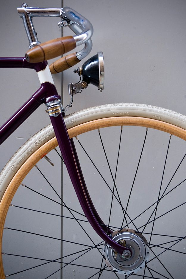 Originally a Maino frame from the 1940s. Paolo Chiossi restored it to its former glory. Chiossi Cycles is based in Modena, Italy.