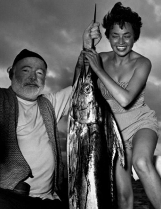 Era un vecchio che pescava da solo su una barca a vela nella Corrente del Golfo ed erano ottantaquattro giorni ormai che non prendeva un pesce. (...) La vela era rattoppata con sacchi da farina e quand'era serrata pareva la bandiera di una sconfitta perenne. - Il vecchio e il mare (Incipit), E. HEMINGWAY