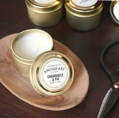 Bougie parfumée Apothecary travel tin par Paddywax. Des parfums originaux pour des bougies en petites boîtes métalliques en emmener partout.