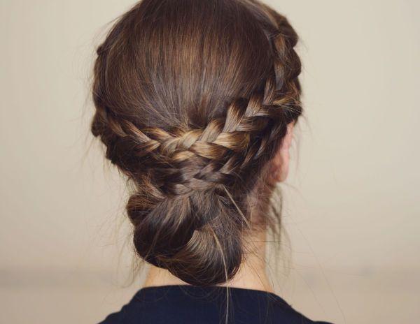 STEG 9: Løs opp fletten og rufs til frisyren for en avslappet look.