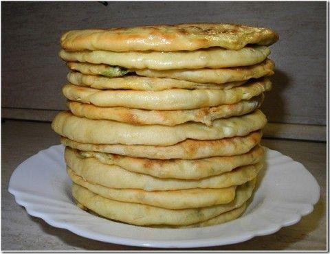 Домашние хачапури или просто лепёшки с сыром.