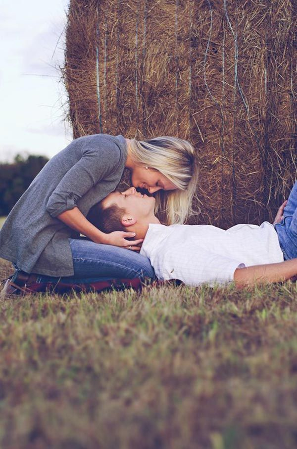 15 Adorable Couple Poses To Inspire Your Engagement Photo Shoot                                                                                                                                                                                 Más