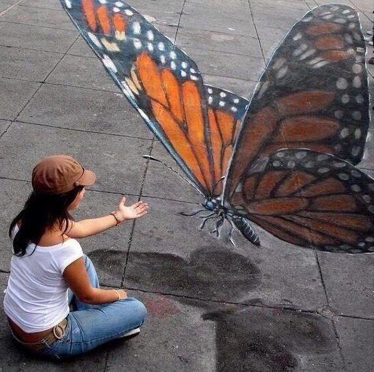 Street Art, anamorphose d'un papillon géant sur un trottoir