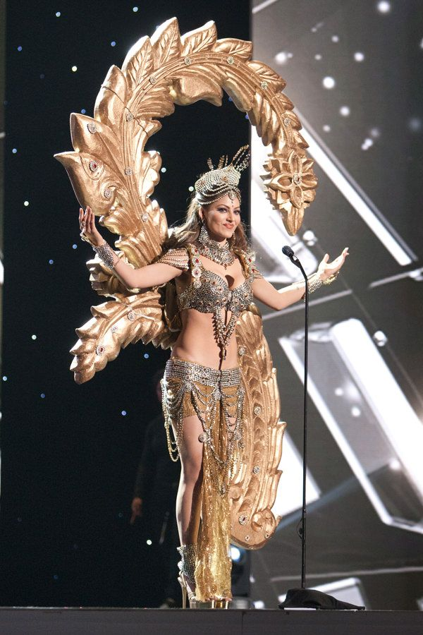 7-Miss-India-Miss-Universe-2015-National-Costumes-Tom-Lorenzo-Site