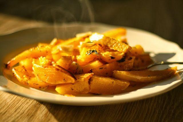 Máslová dýně pečená s česnekem