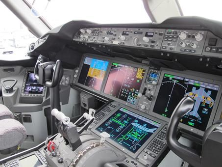 Cockpit: United Airlines unveils its first Boeing 787 Dreamliner - USATODAY.com Photo