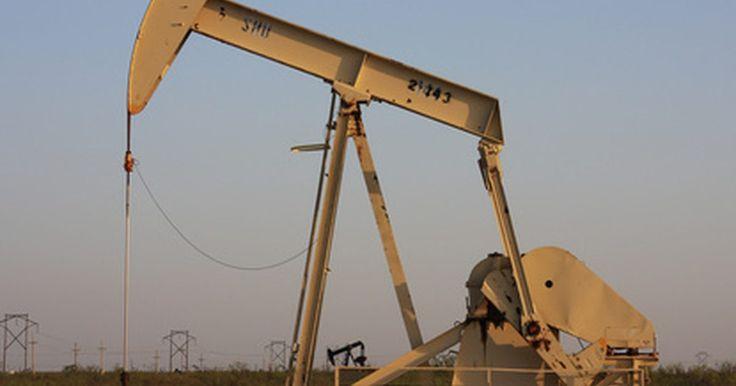 Responsabilidades de trabajo de un operador de concesión en el campo petrolífero. Los operadores de concesión, también llamados de bombeo o calibre, son empleados de las compañías de gas y petroleras que trabajan en el campo para controlar el equipo e informar la cantidad de petroleo que se extrae de la tierra. Ellos deben ser capaces de mantener el equipo en el lugar y asegurarse de que se siguen las reglas ambientales. Ellos ...