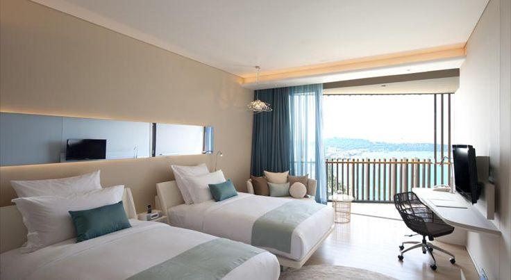 고급스러운 5성급 호텔인 Hilton Pattaya에서는 180도 각도로 파타야 해변(Pattaya Beach)의 아름다운 전망을 모두 감상하실 수 있습니다.
