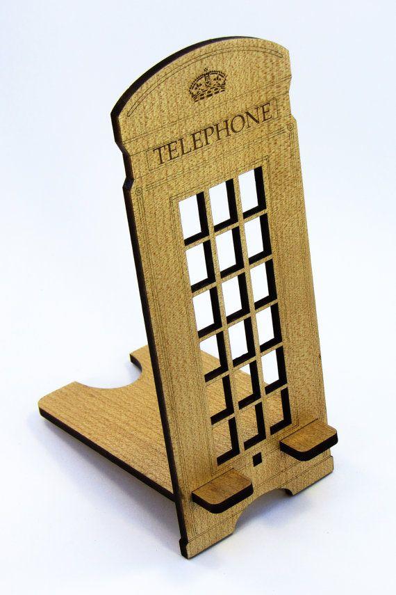 Подставка под мобильный телефон из натурального дерева  Предназначена для вертикального и горизонтального положения устройства.  Габаритные размеры: