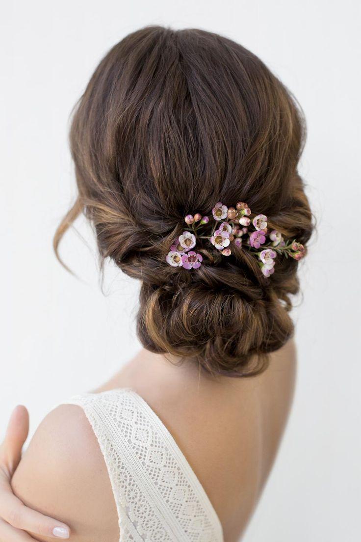 Brautfrisur-Anleitung: Romantische Vintage Brautfrisur mit Blumen