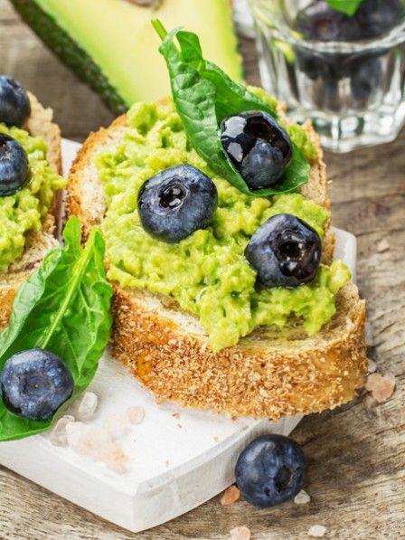 Der leckerste Brotaufstrich: Ein Aufstrich aus Avocado, Limettensaft und Olivenöl - schnell zubereitet und unglaublich lecker. Neuer Avocado-Liebling.