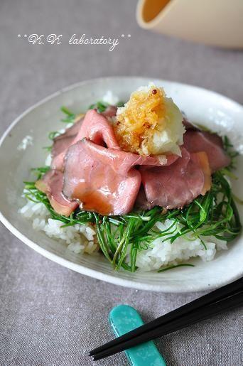 スチームロースターで簡単ランチ!ローストビーフとおかひじきのシャキシャキ丼&トマトの中華風卵とじ