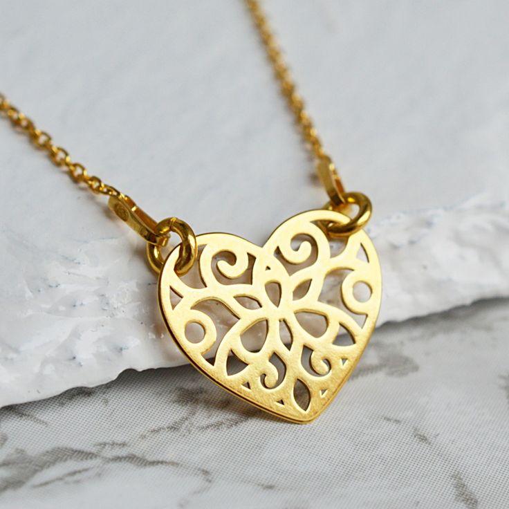 Złoty naszyjnik z sercem. Zobacz na: https://laoni.pl/naszyjnik-azurowe-zlote-serduszko #biżuteria #złota #celebrytki #prezent #naszyjnik