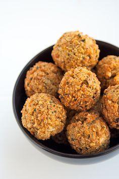 Ricetta tradizionale per preparare i falafel, polpettine mediorientali di ceci