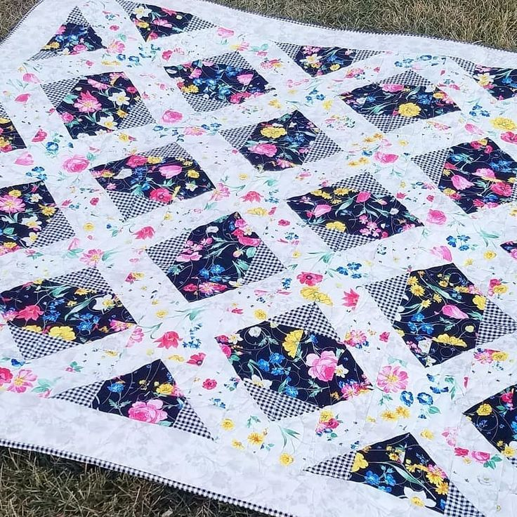 My recent finish for #igquiltfest would have to be Afternoon Picnic. I love the…