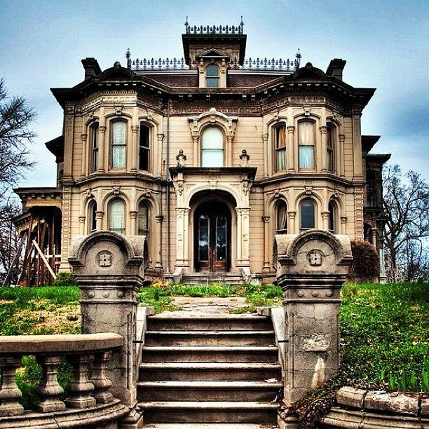Vacant mansions for sale abandoned historic mansion for Castle mansions for sale