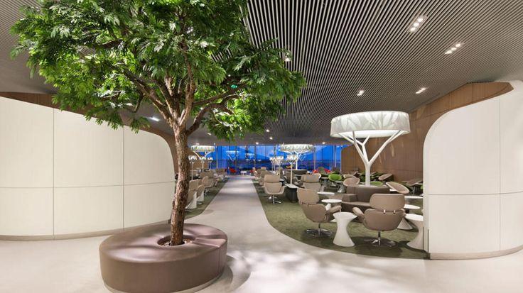 Viaje lujo: Aeropuertos en clave de lujo: las salas VIP más espectaculares del planeta. Fotogalerías de Ocio. Esperar un avión puede ser uno de los momentos más aburridos de nuestro viaje. Terminales abarrotadas, auténticas luchas por conseguir un enchufe, familias molestando con sus