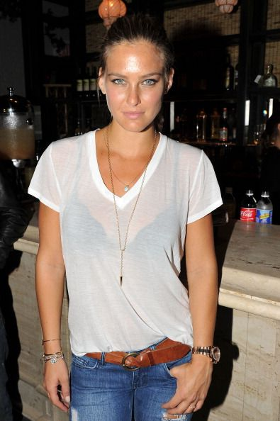 My favorite simple look. white tee, jeans and belt. Bar Rafaeli