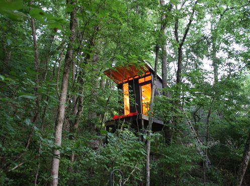 Sweet Peach - Home - A Tennessee Treehouse... Living simply takes thoughtful planning and a bit of work but it's pretty rewarding when you can pull it off as seamlessly as this. A tiny, modern treehouse retreat high in the sky...I want one.