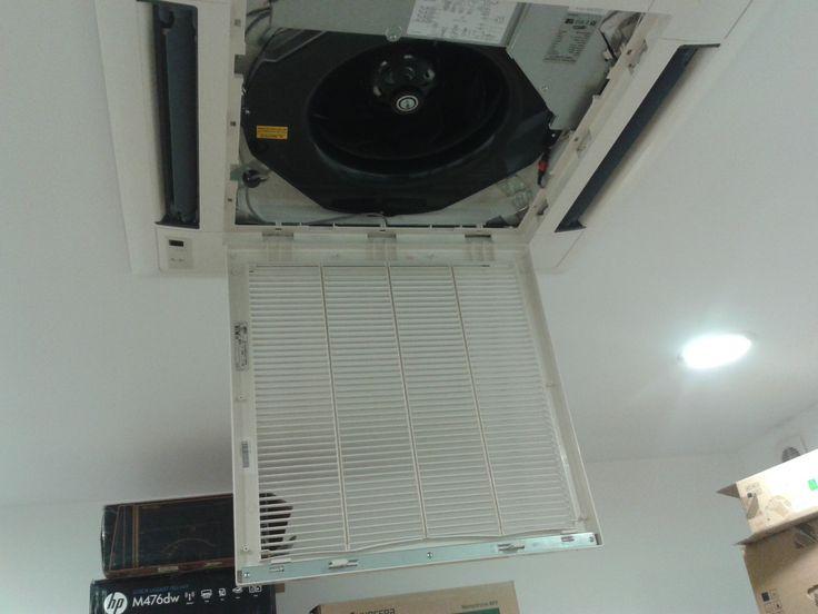 Curatare si igienizare aparat de climatizare multisplit , tip caseta  .