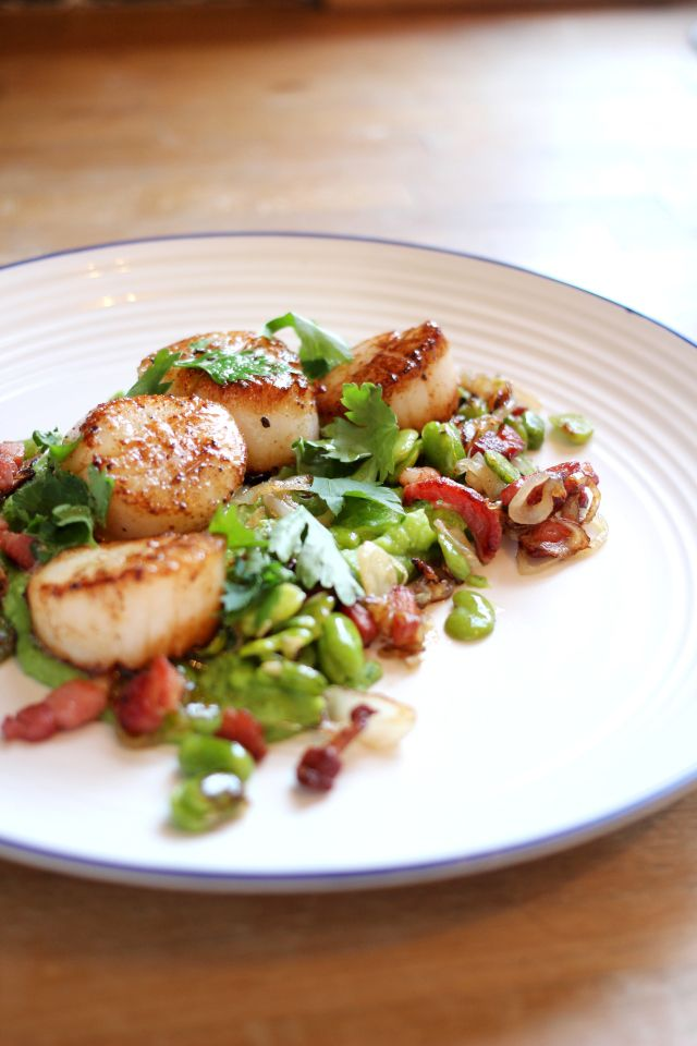 Scallops, bacon, broad beans