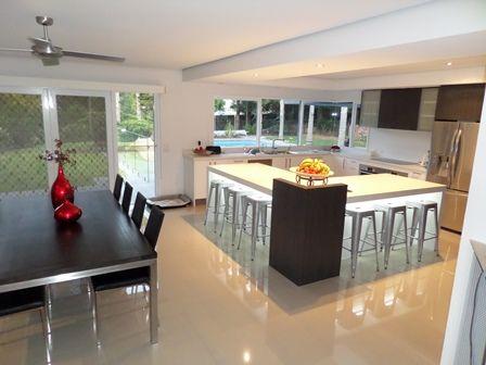 Modern kitchen. Kitchen and dining rooms www.thekitchendesigncentre.com.au