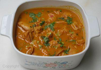 Lekker curry recept, indien je ook voor kinderen kookt opletten met de cayenne of helemaal weglaten. Het lekkerst vind ik met Knoflook Naan. Een dag later is deze curry het lekkerst, ideaal dus om in het weekend te koken voor later die week.