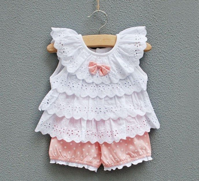 Children's top made from rows of eyelet lace (pic only - bad link)