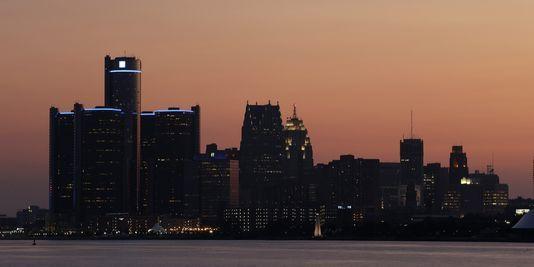 """19.07.13 / La ville américaine de Detroit se déclare en faillite / Un expert a résumé les causes de cette crise en trois points : """"une mauvaise gestion financière, une population en baisse, une érosion de la base fiscale"""" au cours des 45 dernières années."""