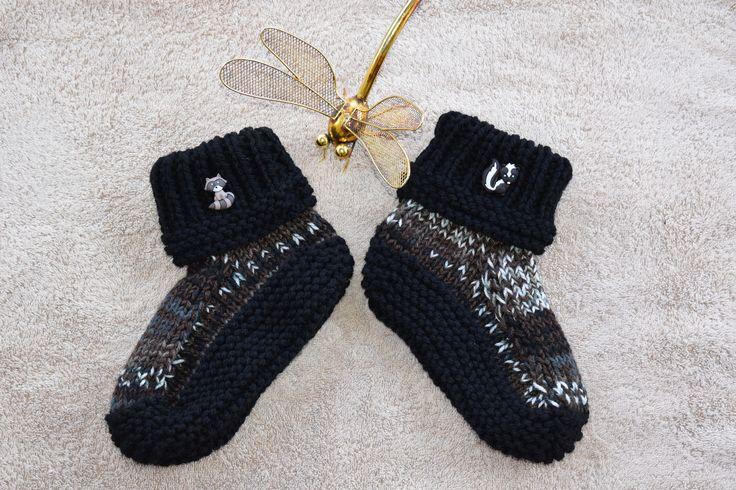 Hand knitted Ladies Booties / Slippers (Medium) (7-8 AU) by HandmadebyAuntyTart on Etsy