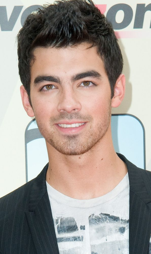 Joe Jonas Besucht 90210 Intouch Jonas Brothers Joe Jonas Jonas