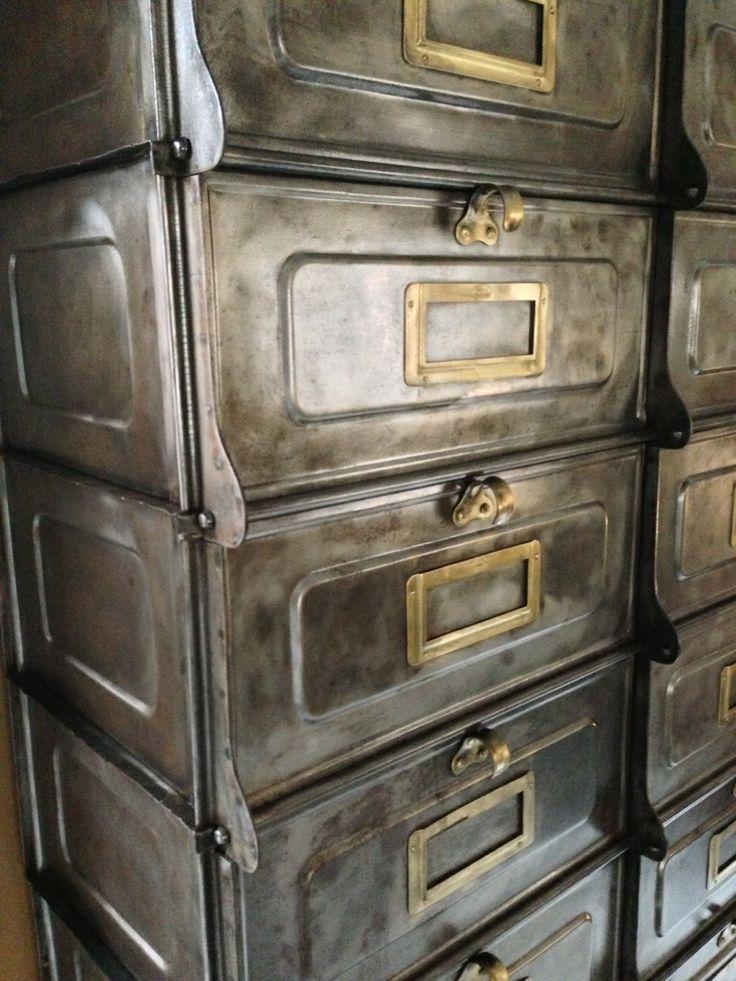 Magnifique meuble strafor avec belle patine graphite 30 for Meuble porte clef