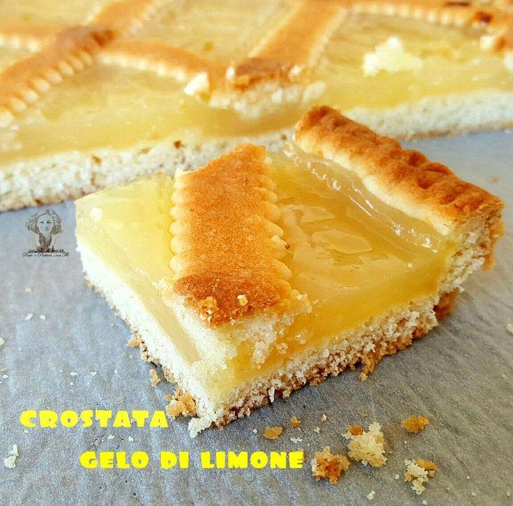 La crostata al gelo di limone è stata la naturale conseguenza della marmellata di limoni, perché sarebbe stato uno spreco buttare dell'ottima limonata!