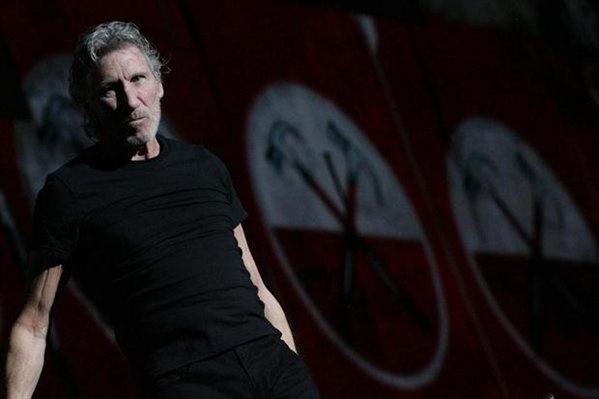 """""""Quién es el mas fuerte, quién es el mejor, quién tiene los aces, el Este o el Oeste. Esa es la basura que nuestros chicos estan aprendiendo"""". (Roger Waters).  Gracias Roger por darnos un recital, un mensaje y sobretodo un espectáculo por el cual muchos presentes vimos la experiencia de estar en la muralla."""