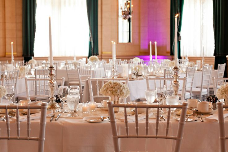 The Fort Garry Hotel : Crystal Ballroom : Classic whites and creams : Real wedding by Divine Weddings & Events : Szandra and Lawrence : Photo by Moore Photograhy