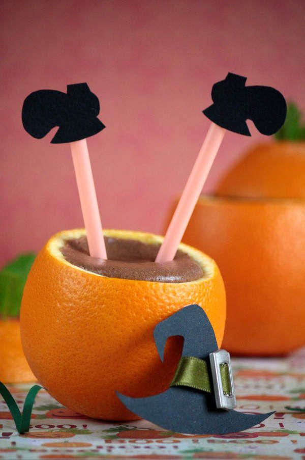 Voici une nouvelle idée pour Halloween simple à réaliser. Il s'agit d'une mousse au chocolat réalisée avec du beurre de noix de coco que mon partenaire Keimling m'a fait découvrir et le tout présenté dans une orange évidée pour faire penser à un chaudron....