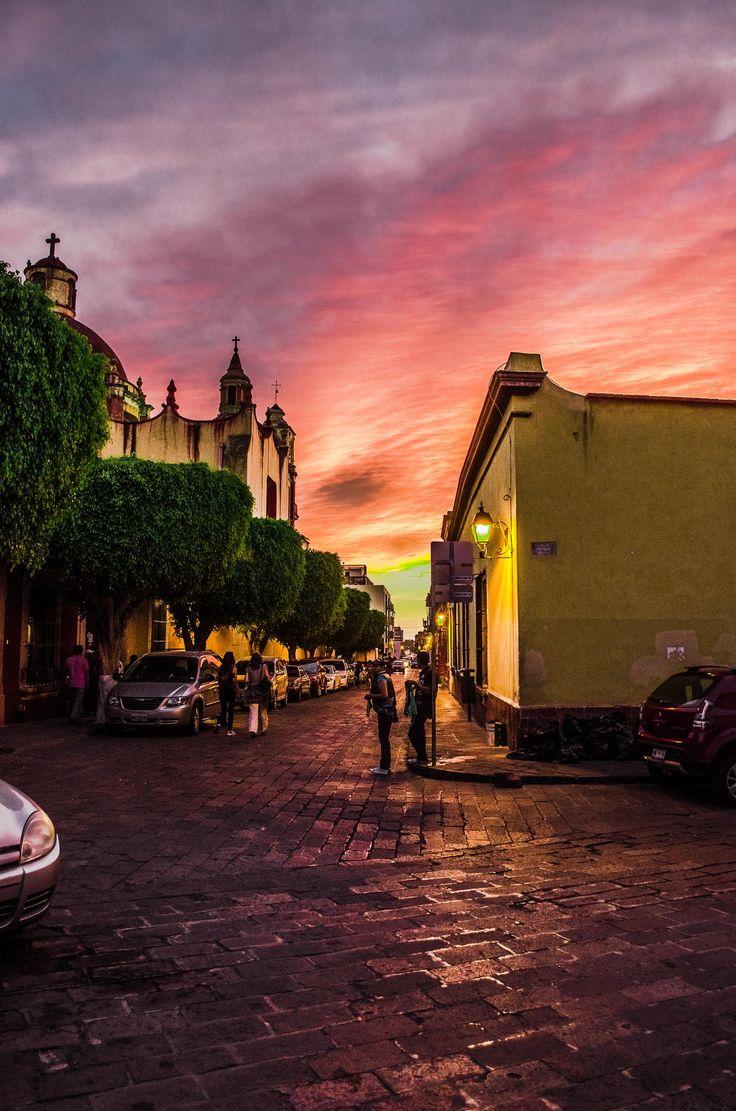 Mexico: Queretaro shows her colours. (De la Serie Querétaro y sus Calles)