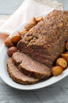 Polpettone al forno: ricco e gustoso... Il successo è assicurato!  [Bakes meatloaf with potatoes]