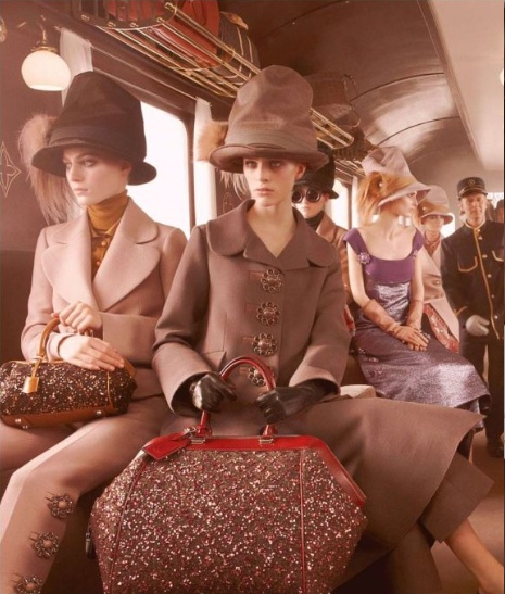 VIAJES Vintage inspiración Train travel with Louis Vuitton..