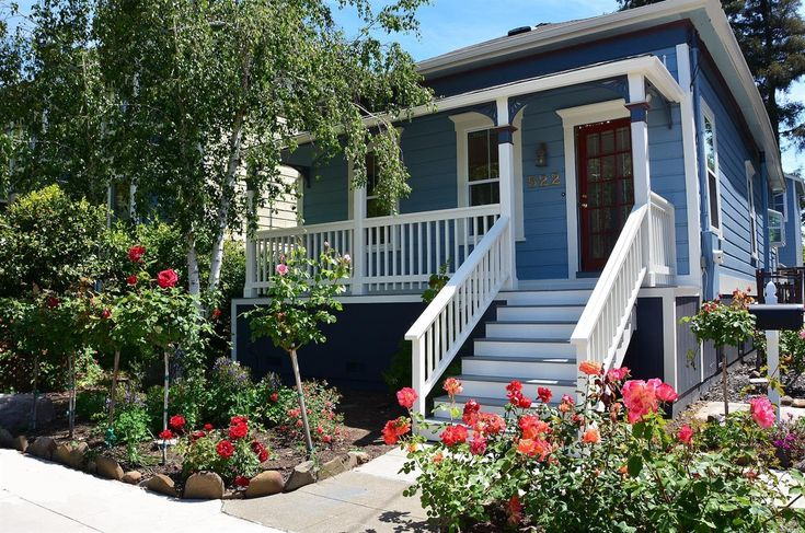 Downtown Napa, Vintage Beauty with covered front porch