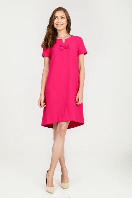 Malinowa rozkloszowana sukienka z kokardkami Quiosque