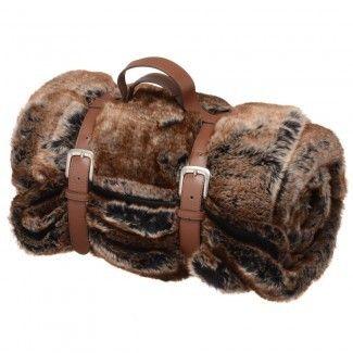 Affrontez un froid sibérien, bien au chaud, avec ce plaid fourrure Irina. Sur votre lit ou sur un canapé, ce plaid vous permettra de passer des soirées agréables au coin du feu.
