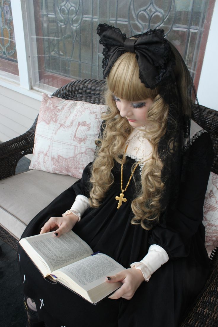 Today was my birthday, so I decided to try out nun lolita! I really love this dress. *_* ~Lillith Gray