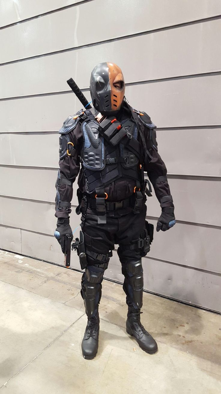 My first cosplay. Deathstroke.