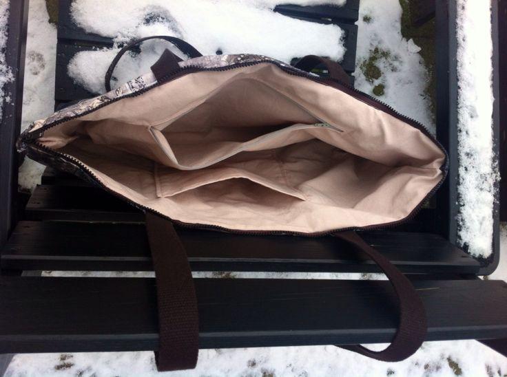 Inside my latest bag: in pale pink half-panama; one BIG zipper pocket and one big slip pocket