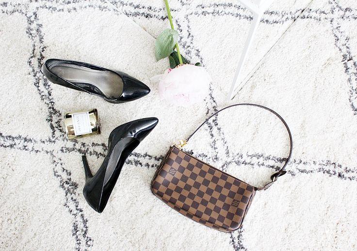 style flatlay louis vuitton pochette high heels ellos tanger rug